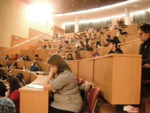 Los alumnos de la titulación de Periodismo llenaban el Aula Magna del edificio Altabix